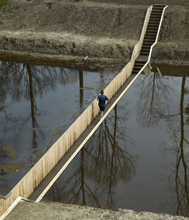 Sunken foot bridge