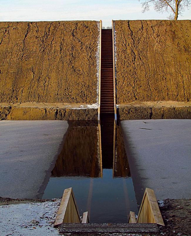 Sunken foot bridge